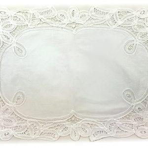 2 Batten Lace oblong white tray cloths