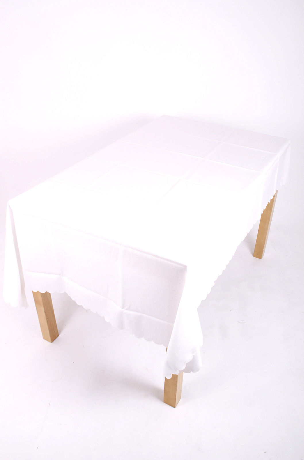 Shell Tablecloth White 137x178cm Oval